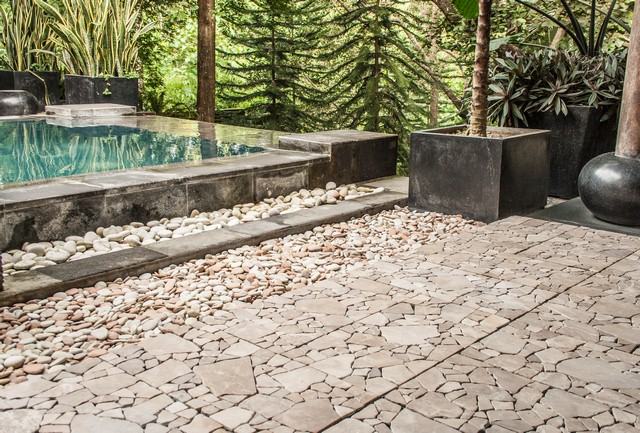 Interlocking Garden deck Tile Batu